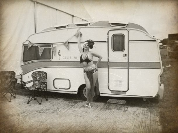 Kitten as Carmen Mewanda with her caravan Gracie Wheels
