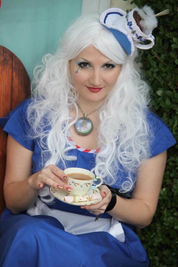 Kitten von Mew as Alice in Wonderland with her felt fascinator