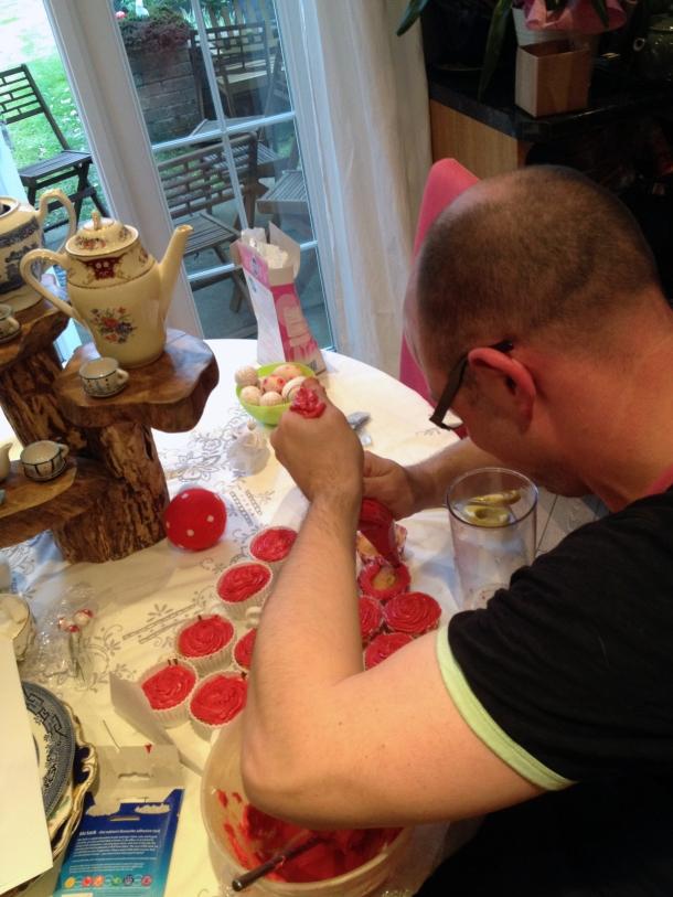 jacob sabotig icing cakes