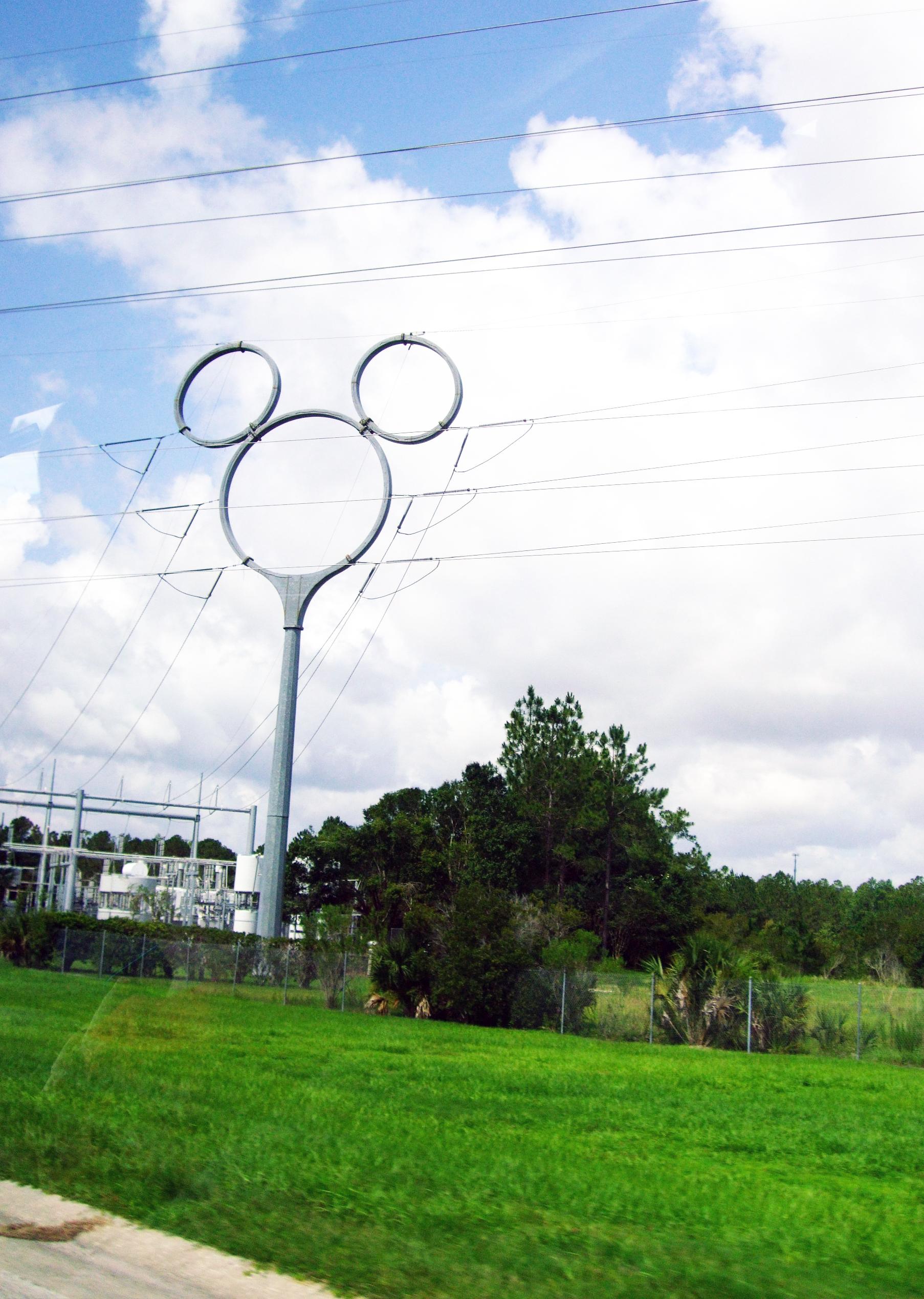 mickey-mouse-pylon