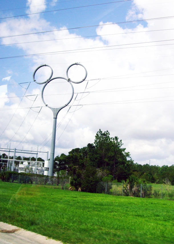 mickey-mouse-pylon