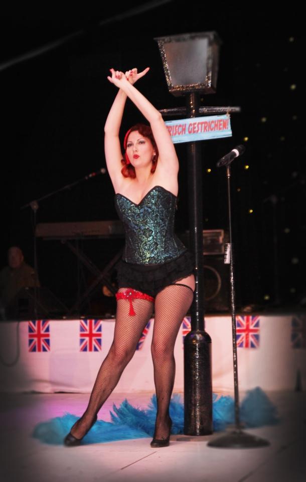kitten von mew burlesque corset