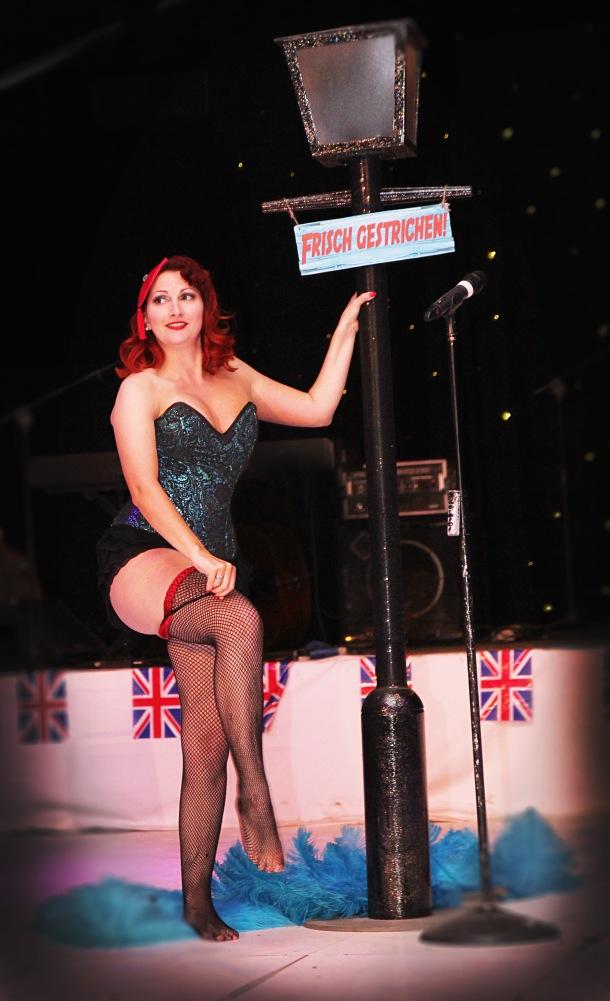 burlesque stocking striptease kitten von mew