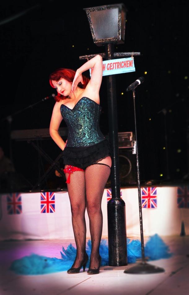 burlesque corset war and peace show