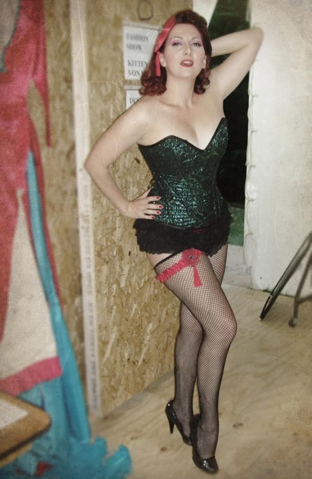vollers-corset-kitten-von-mew