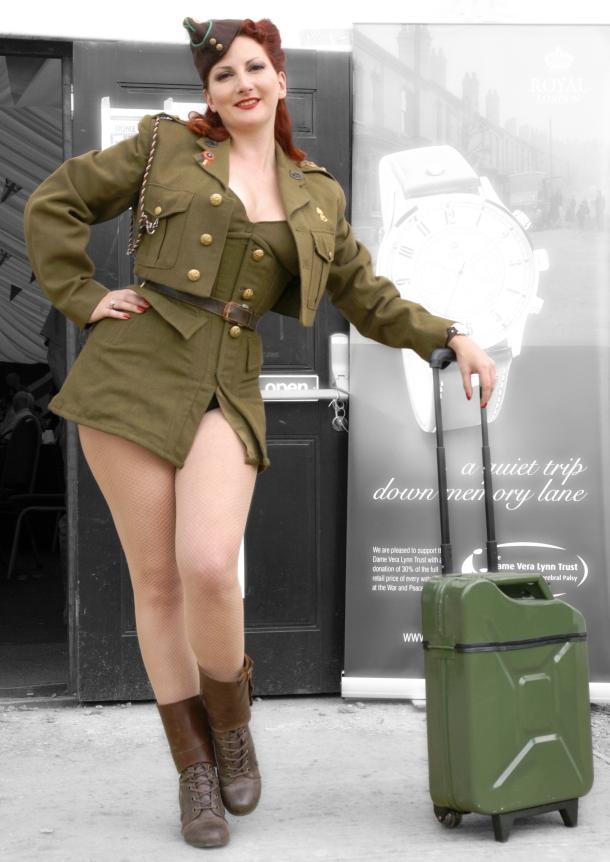 kitten-von-mew-gascase-suitcase