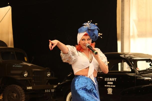 carmen-miranda-burlesque-kitten-von-mew