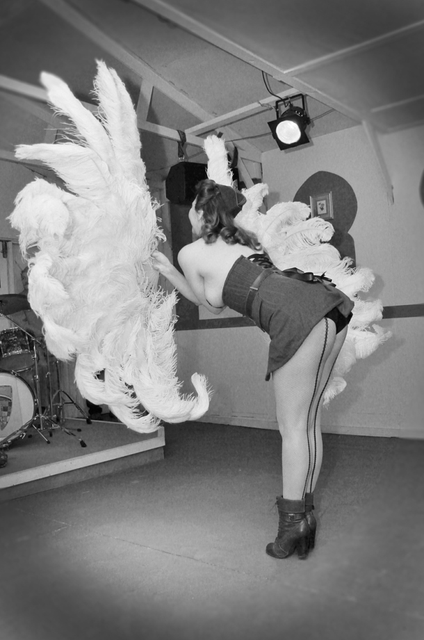 1940s-fan-dance-kitten-von-mew