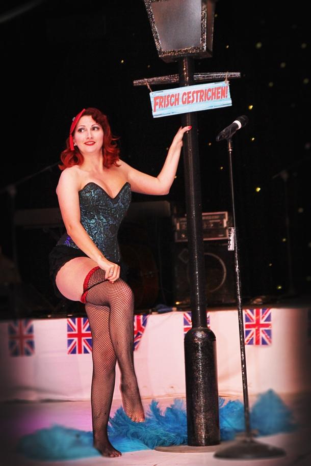 war-and-peace-show-burlesque-striptease