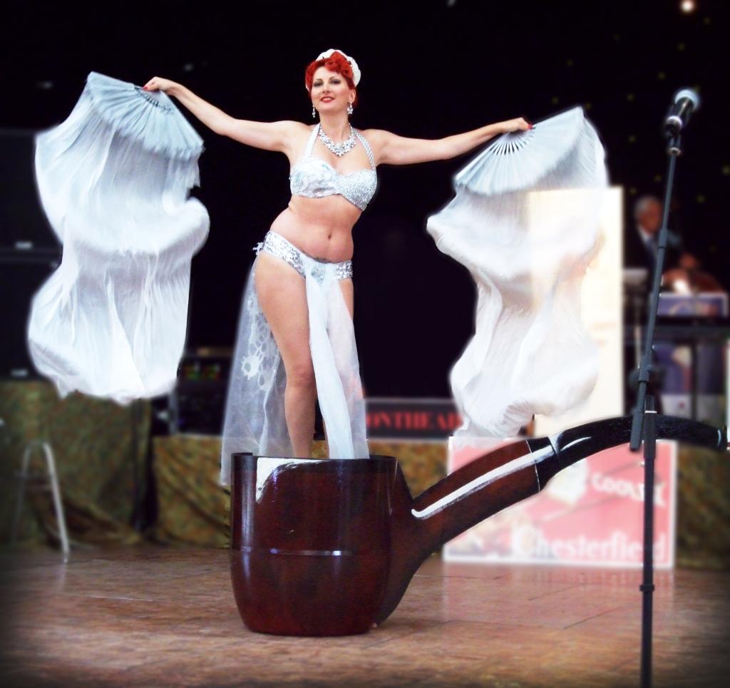 Kitten von Mew, 1940's Burlesque 'Pipe Dreams'