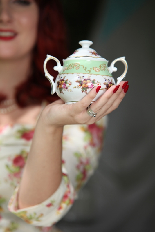 Dotcomgiftshop Sugar Bowl with Kitten von Mew. Copyright Candee Piccies