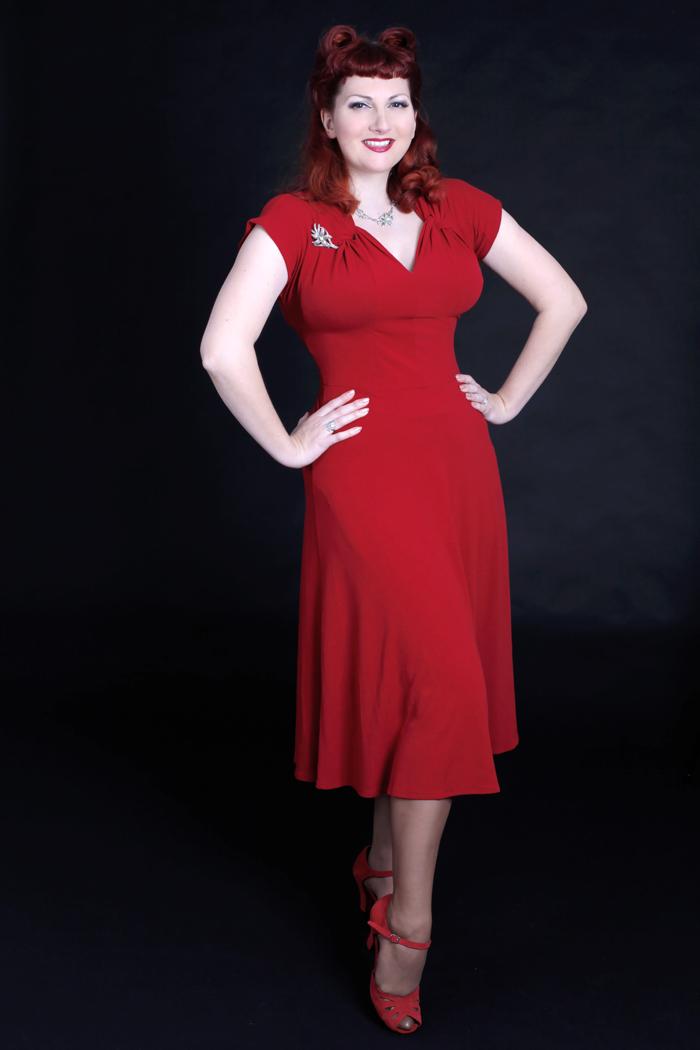 Heyday online s new 1940 s style dress modelled by kitten von mew
