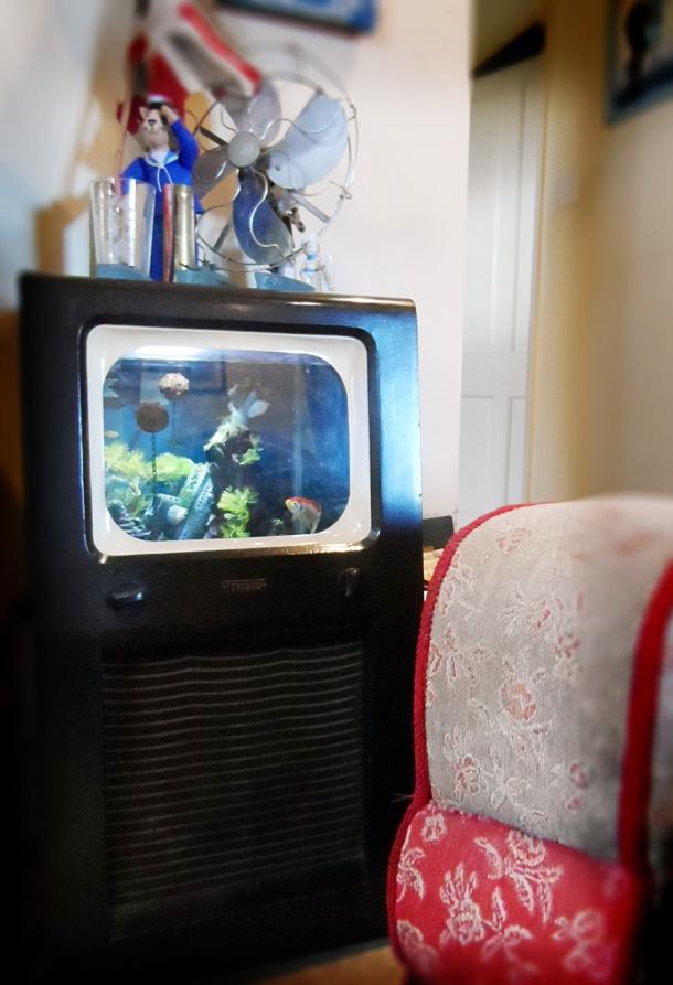 retro television fish tank
