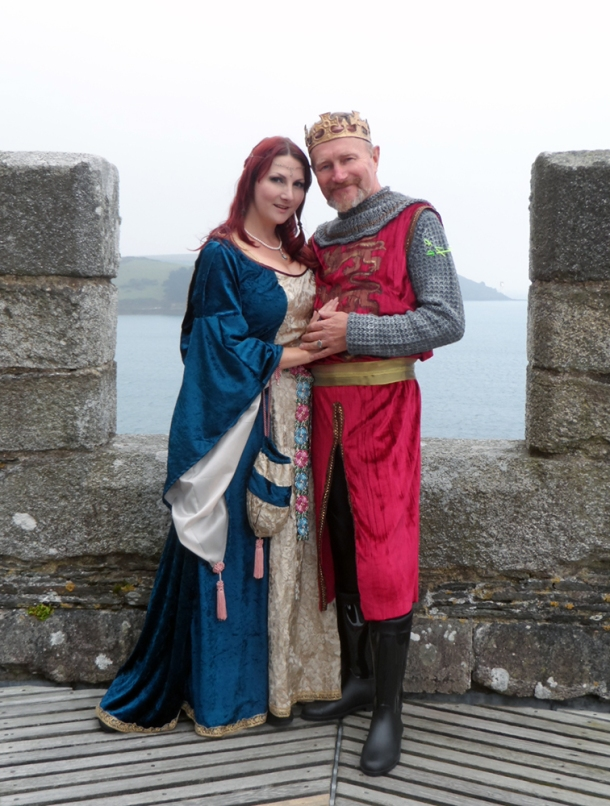 kitten-von-mew-medieval-gown