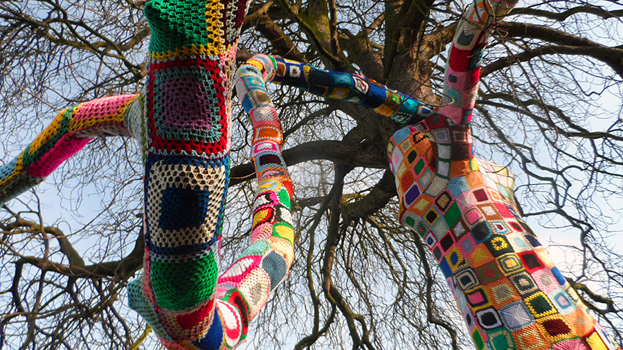 Yarn Bombing - The Remembering Tree, Stratford upon Avon (3/5)