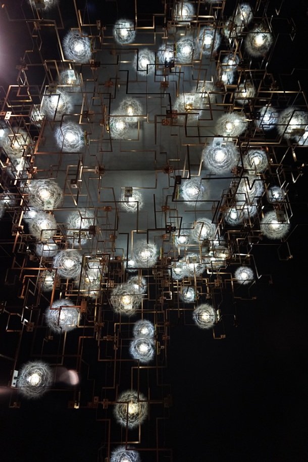 victoria-and-albert-museum-dandelion-light