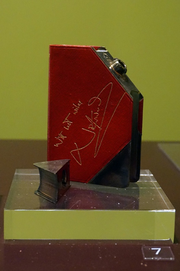 victoria-and-albert-museum-noel-coward-hip-flask