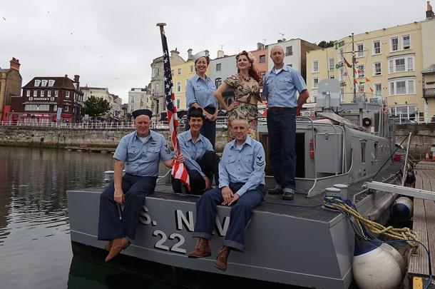 crew-kitten-gunner-boat-bfv-16-web