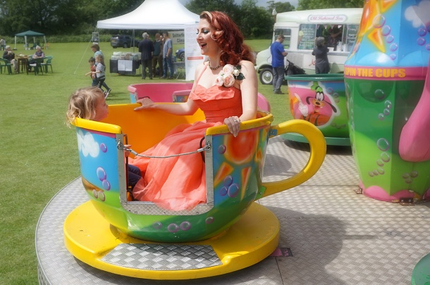 retro teacup ride
